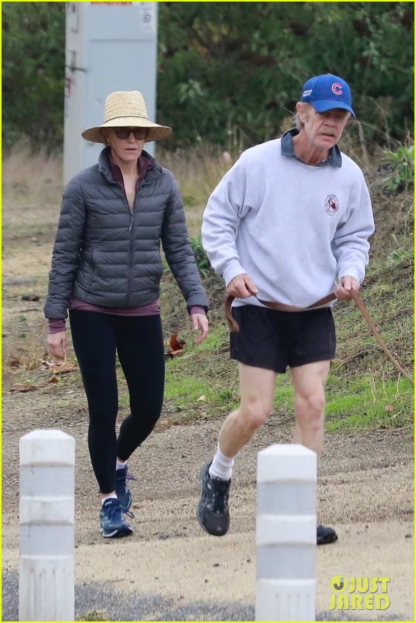 felicity huffman william h macy couple up morning hike 014399868