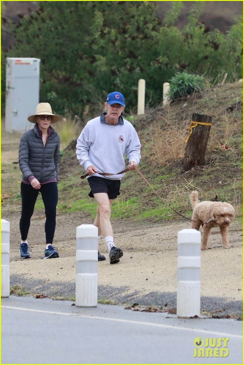 felicity huffman william h macy couple up morning hike 054399872
