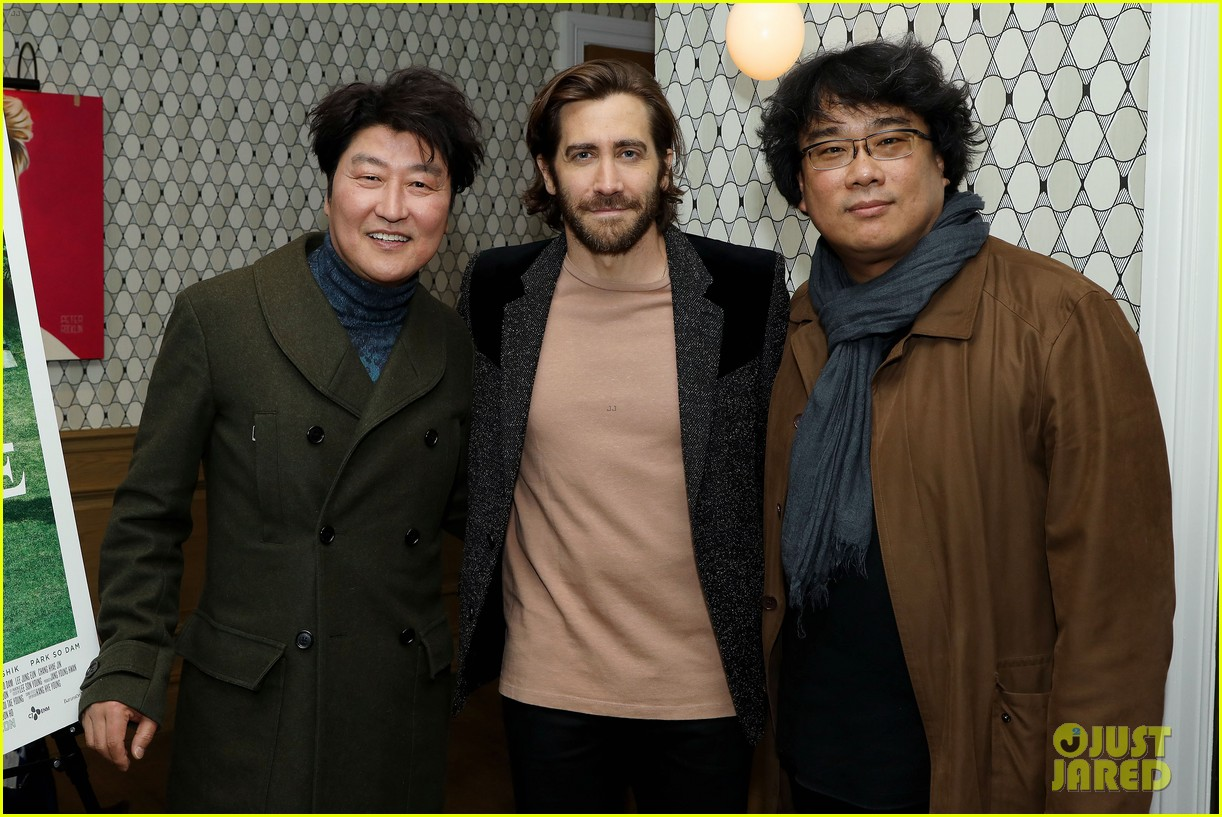 jake gyllenhaal shows support at parasite screening 014400224