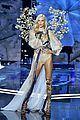 karlie kloss vs fashion show 09