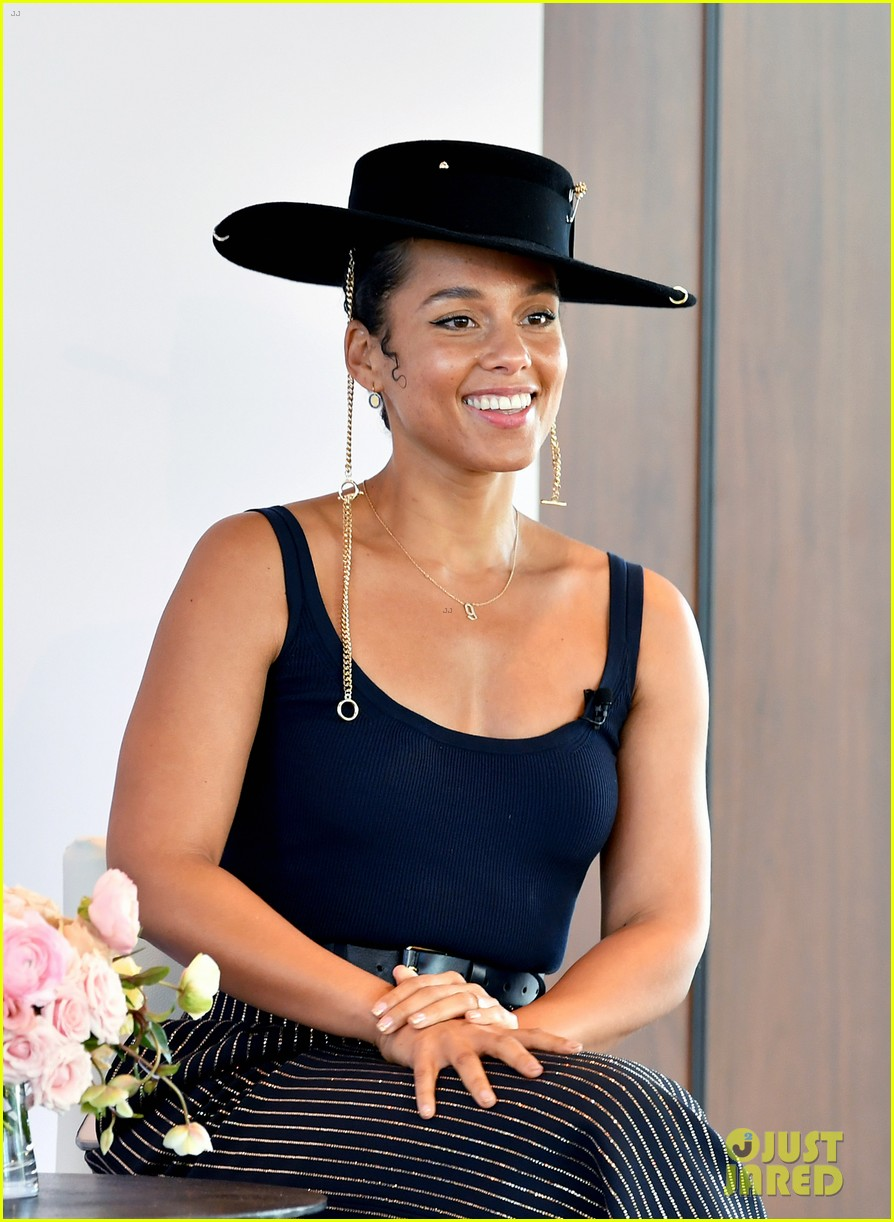 alicia keys wants hiring women to become the standard 064402161