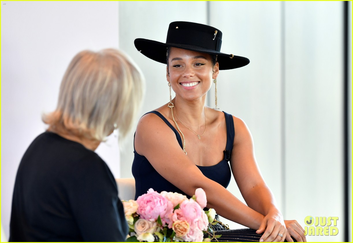 alicia keys wants hiring women to become the standard 124402167