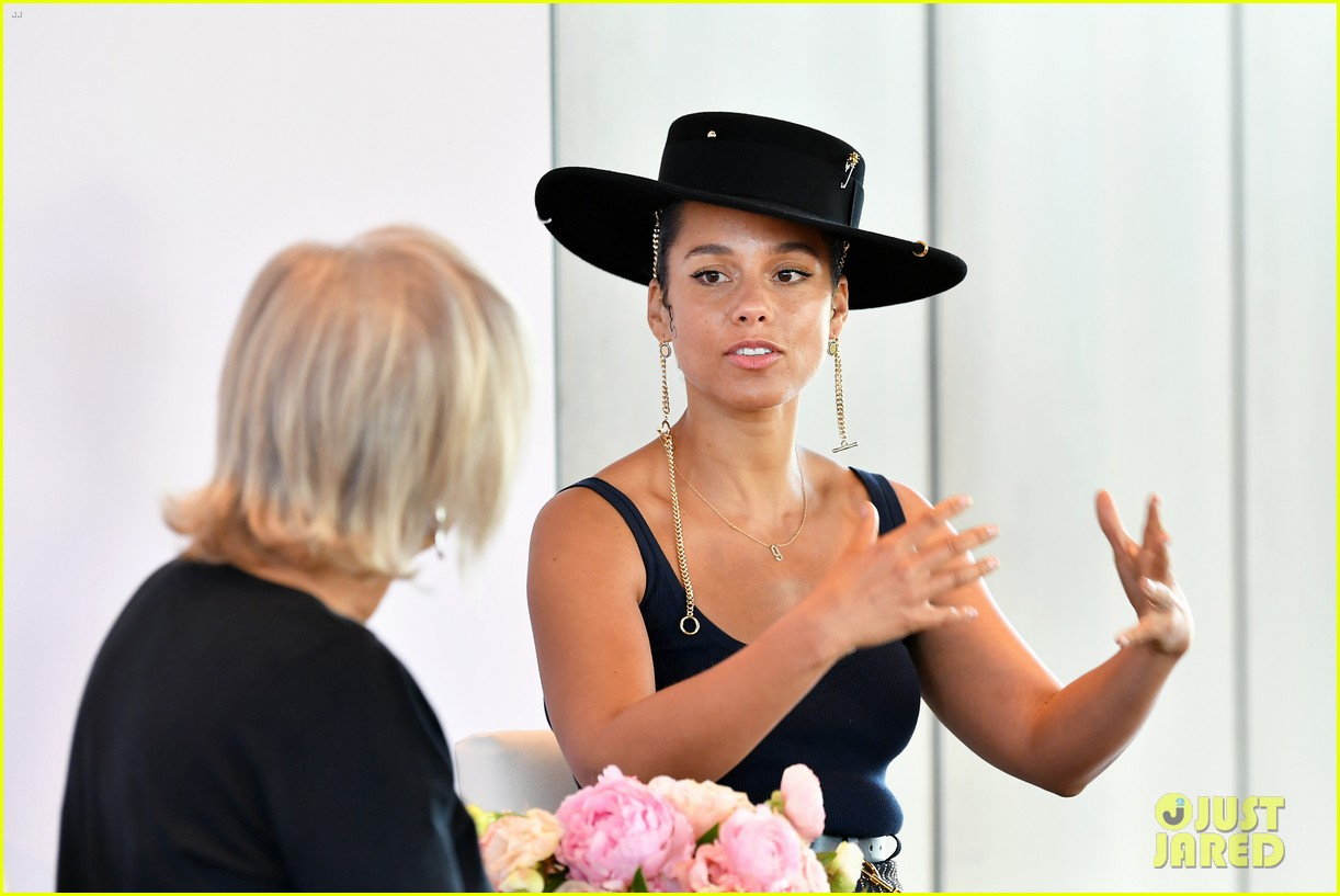 alicia keys wants hiring women to become the standard 164402171