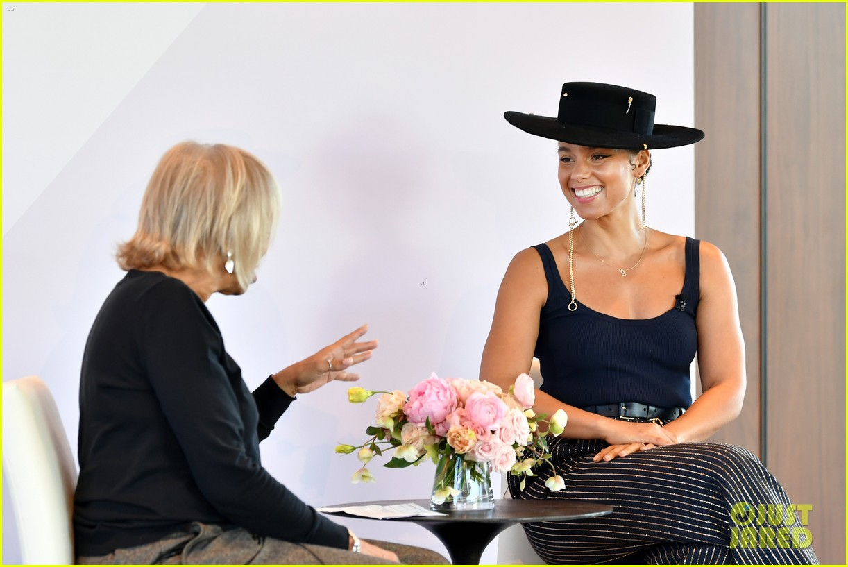 alicia keys wants hiring women to become the standard 174402172