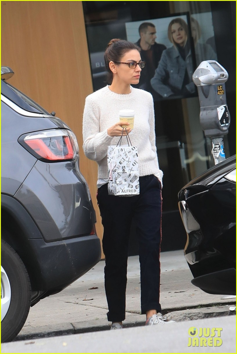 mila kunis coffee run glasses 054401589