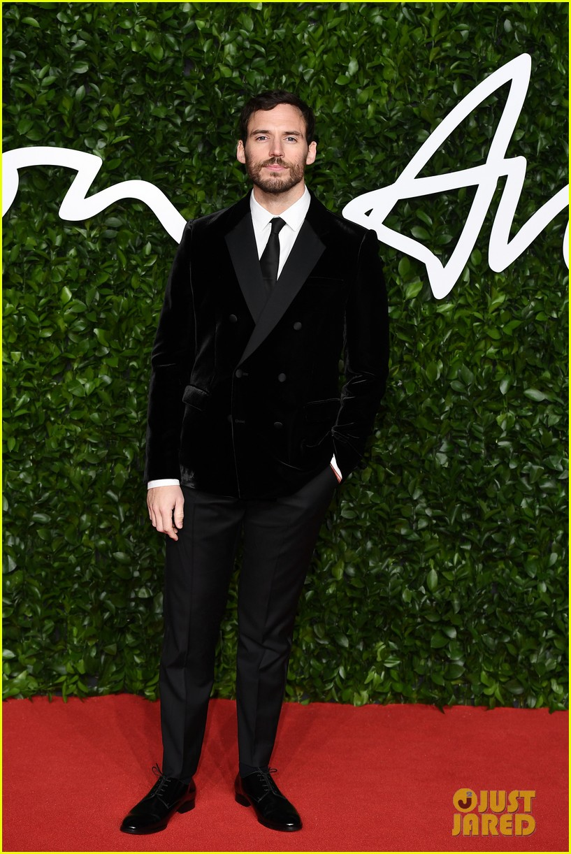 alexander skarsgard ed westwick fashion awards 2019 014396852