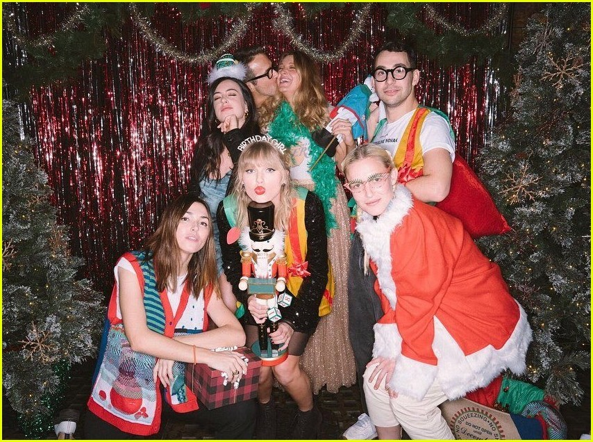 taylor swift birthday party inside 074403353