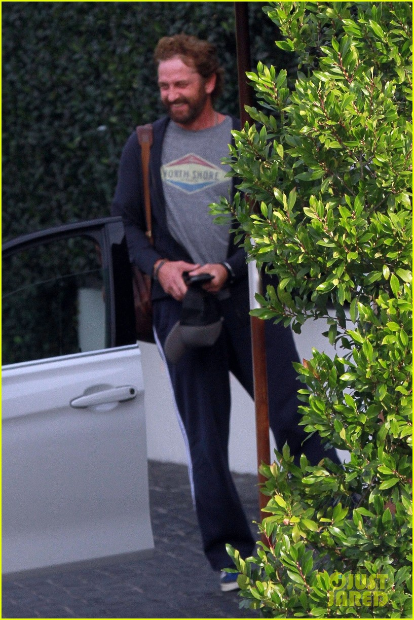 gerard butler all smiles lunch friends weho 024426258
