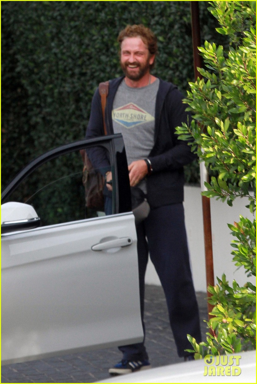 gerard butler all smiles lunch friends weho 044426260