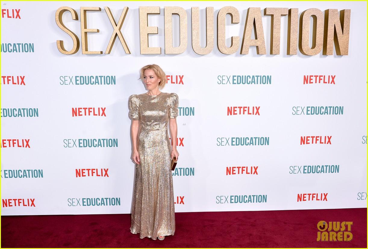 asa butterfield gillian anderson sex education cast celebrate season 2 premiere 024412553