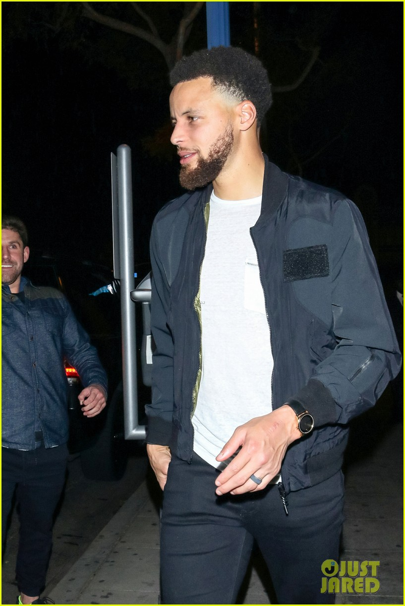 stephen curry  u0026 wife ayesha hold hands on date night in
