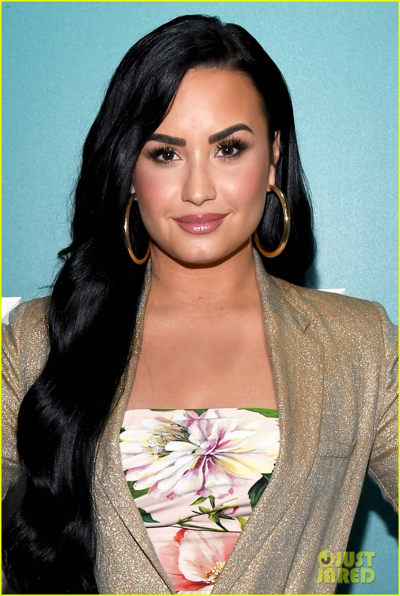 demi lovato opens up about coming out to her parents 024426300