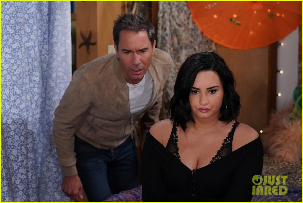 demi lovato makes will and grace debut 064413781