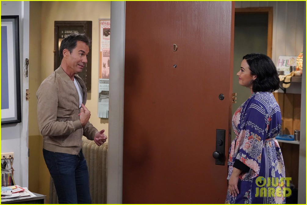 demi lovato makes will and grace debut 074413782