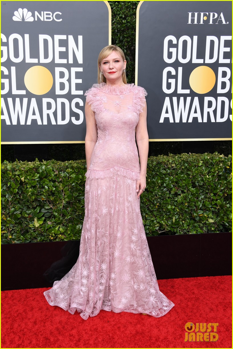 kirsten dunst jesse plemons golden globes 2020 red carpet 014409900