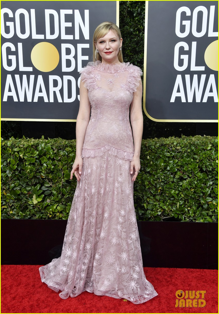 kirsten dunst jesse plemons golden globes 2020 red carpet 074409906
