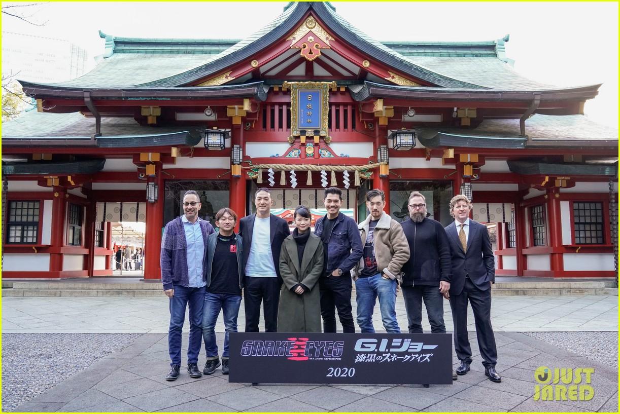 henry golding snake eyes cast kick off production in japan 044413538