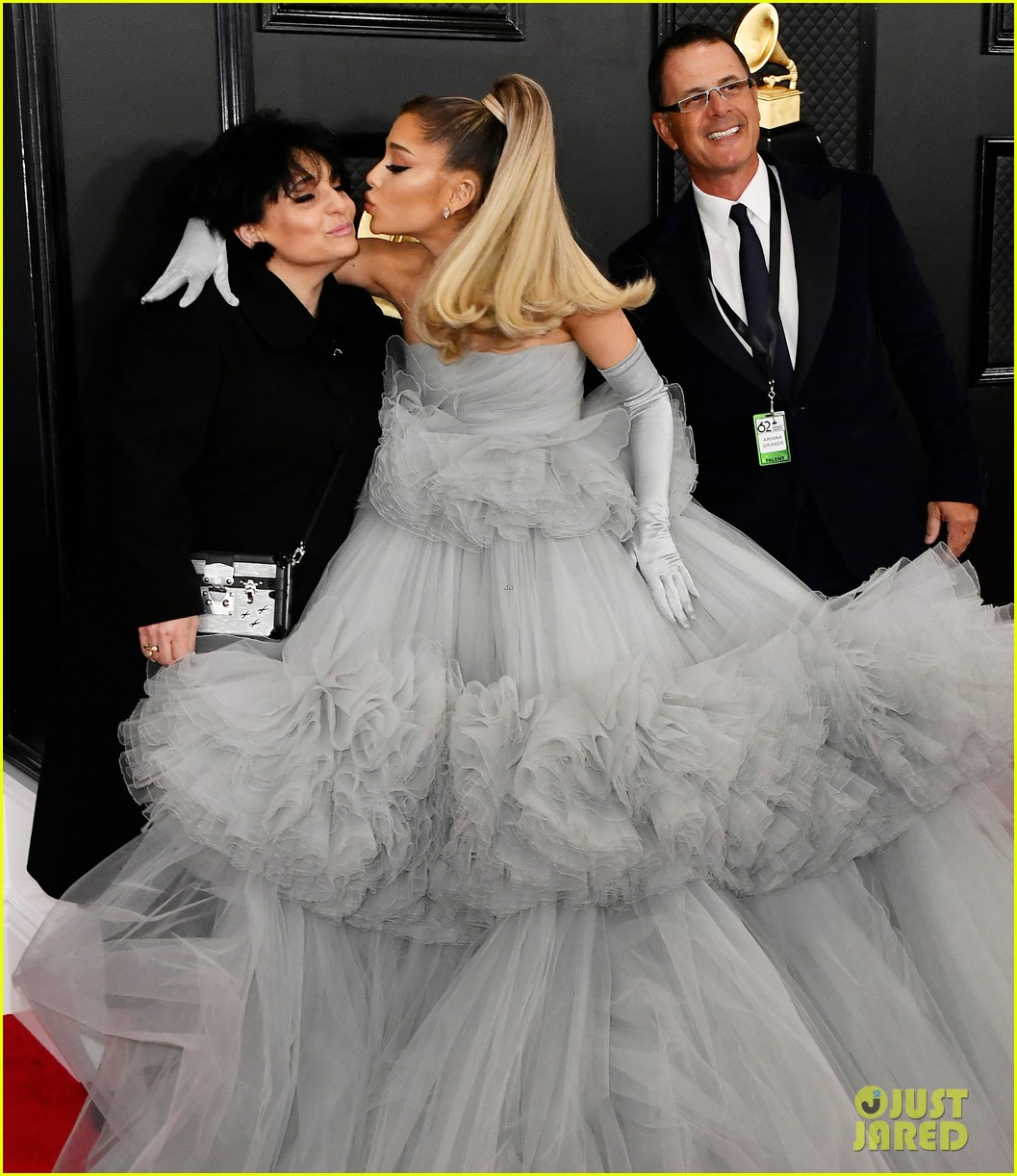 ariana grande wows in big ball gown on grammys 2020 red carpet photo 4423072 2020 grammys ariana grande edward butera grammys joan grande pictures just jared just jared
