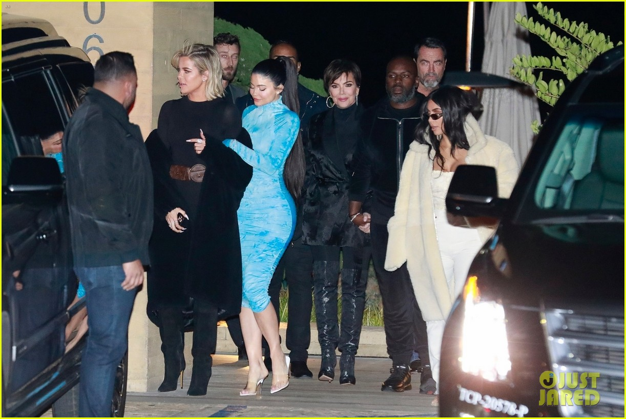 kardashian jenner family dinner at nobu 104413455