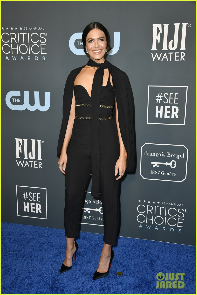 mandy moore sterling brown this us stars critics choice awards 044414820