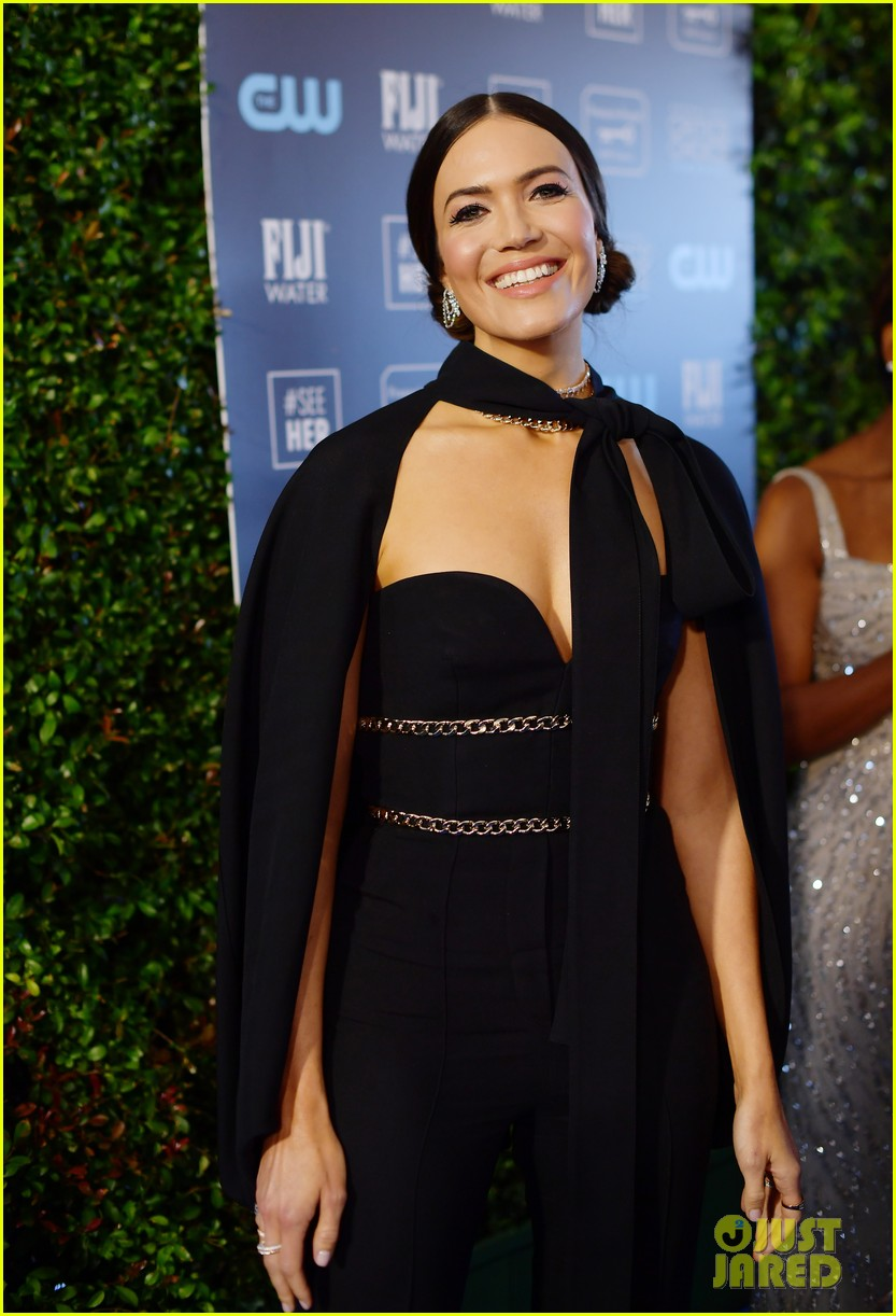 mandy moore sterling brown this us stars critics choice awards 274414843