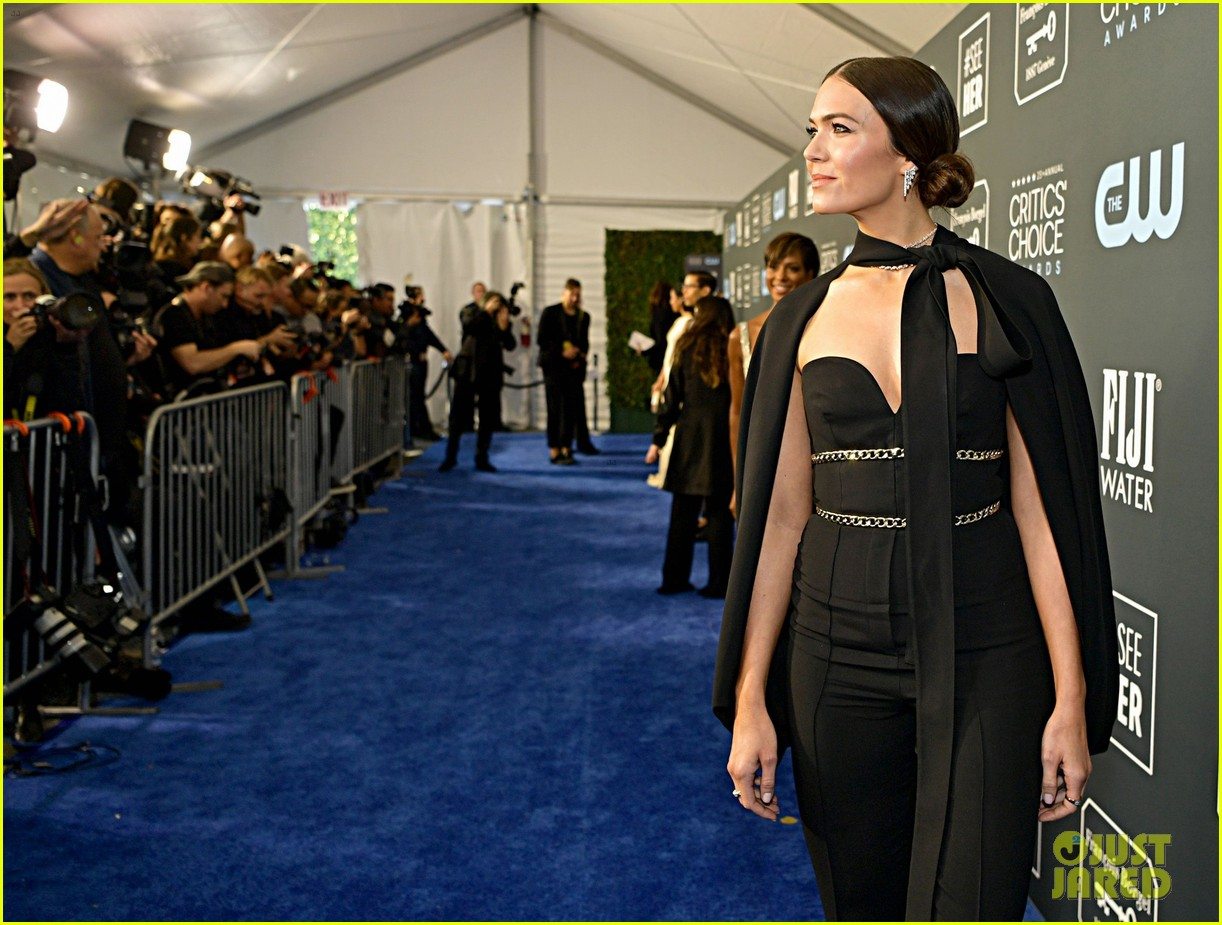 mandy moore sterling brown this us stars critics choice awards 304414846