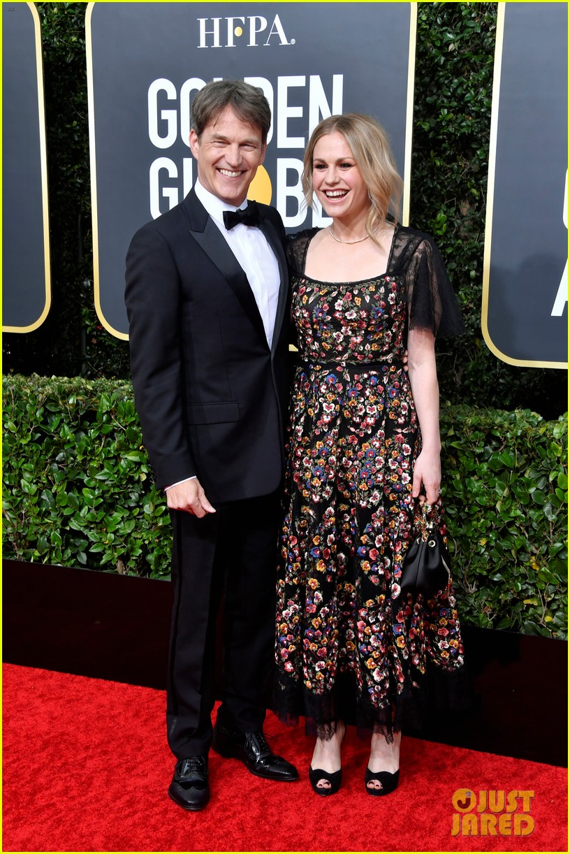 anna paquin floral look golden globes 2020 stephen moyer 034409943