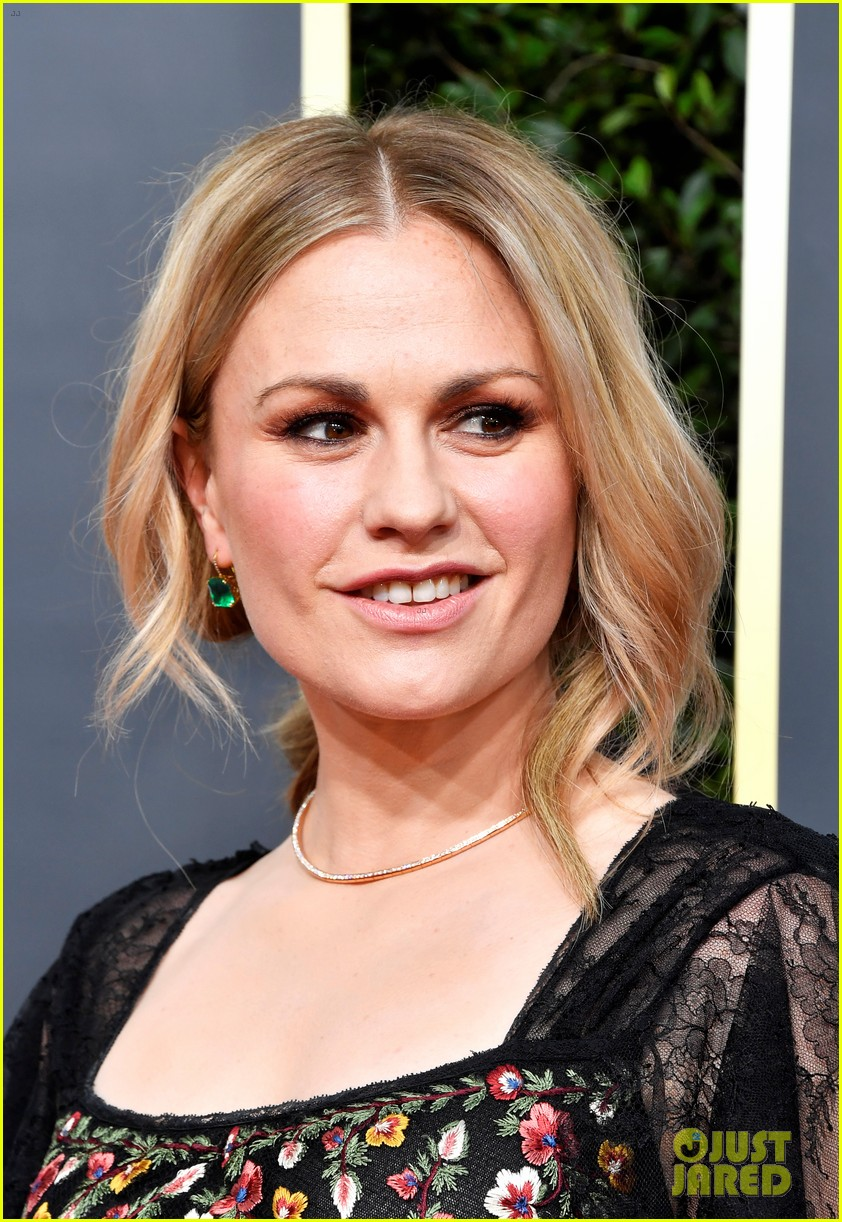 anna paquin floral look golden globes 2020 stephen moyer 044409944