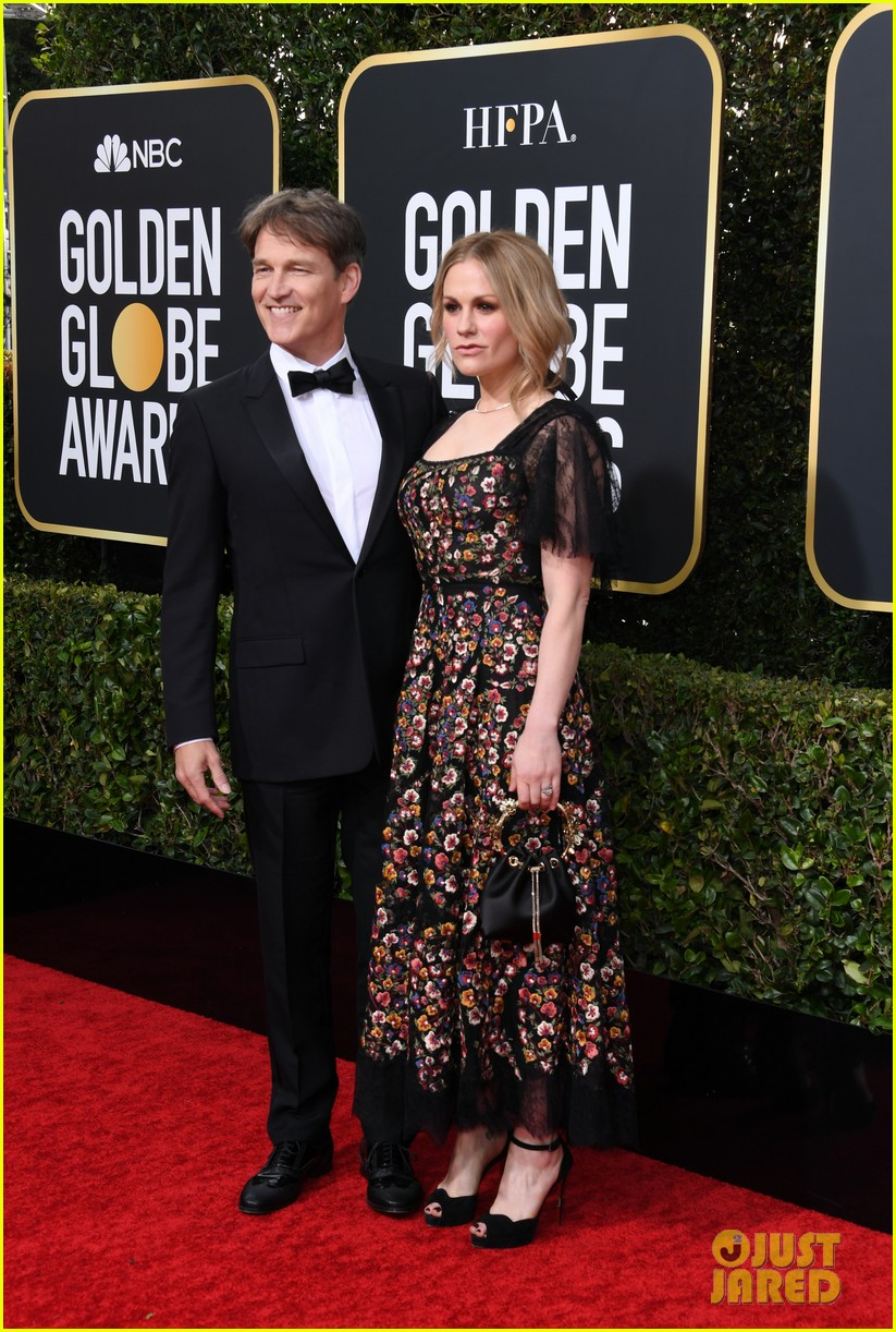 anna paquin floral look golden globes 2020 stephen moyer 054409945