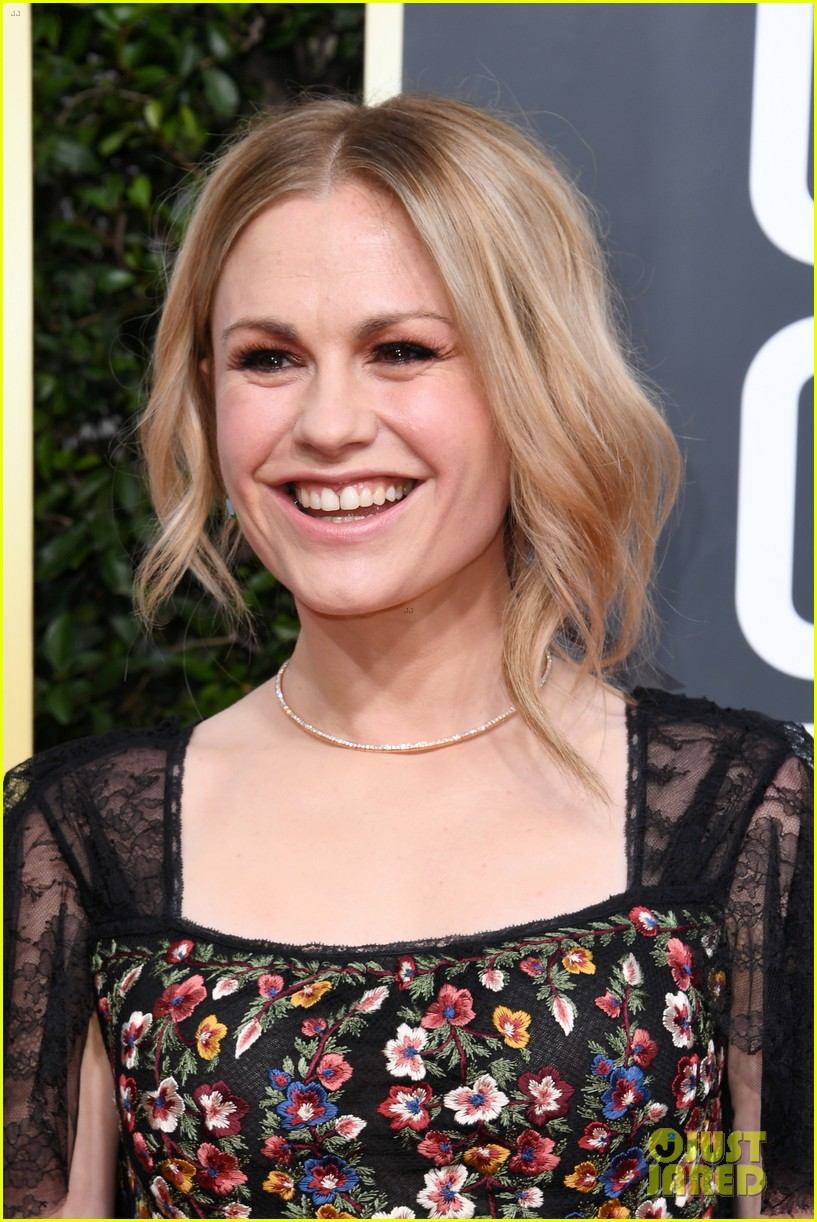 anna paquin floral look golden globes 2020 stephen moyer 084409948