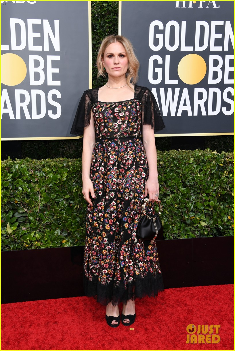 anna paquin floral look golden globes 2020 stephen moyer 094409949