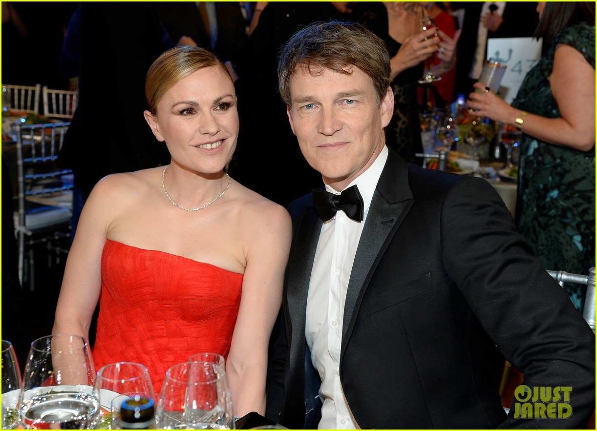 anna paquin ravishing red stephen moyer sag awards 2020 054418332