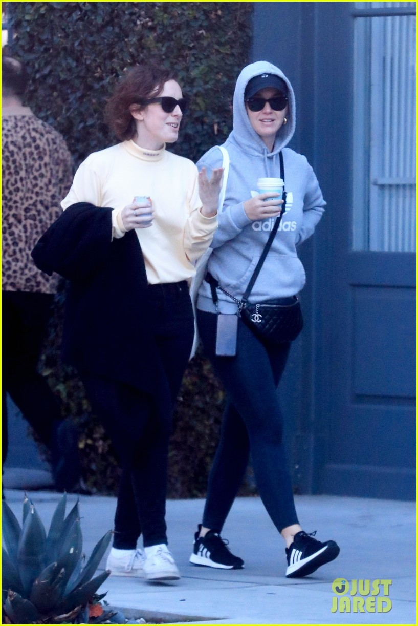 katy perry keeps a low profile shopping on melrose place 054414185