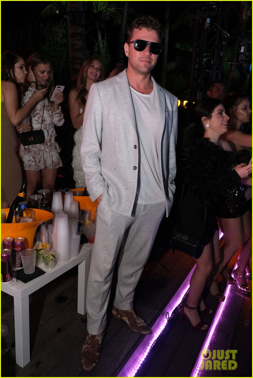 ryan phillippe stephen dorff buddy up for new years eve celebration in miami 014407957