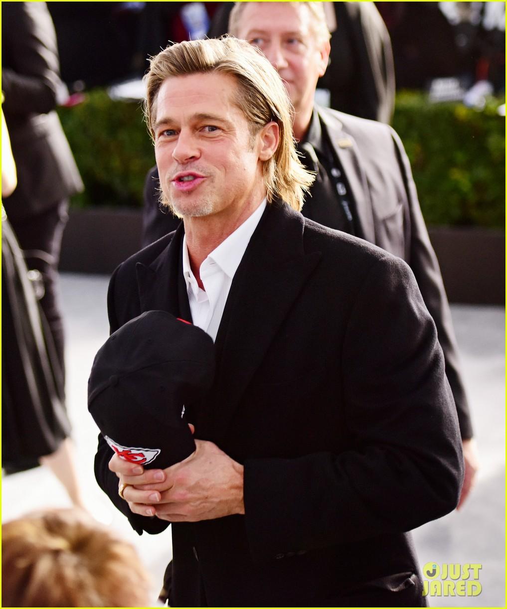 About  Awards Jokes Brad During His Profile Pitt SAG Tinder