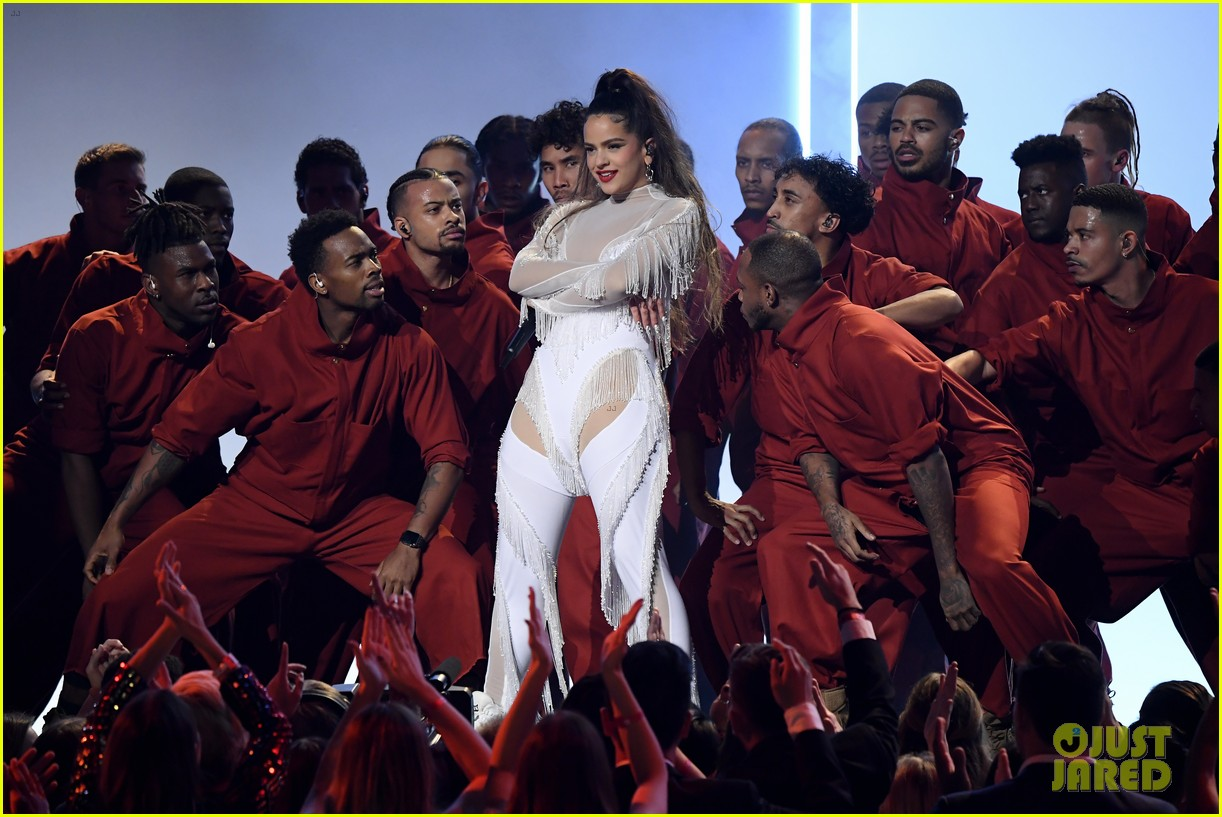 rosalia gives fans sizzling performance of juro que malamente at grammy awards 2020 photo 4424339 2020 grammys grammys rosalia pictures just jared www aginstrumentrepair ie