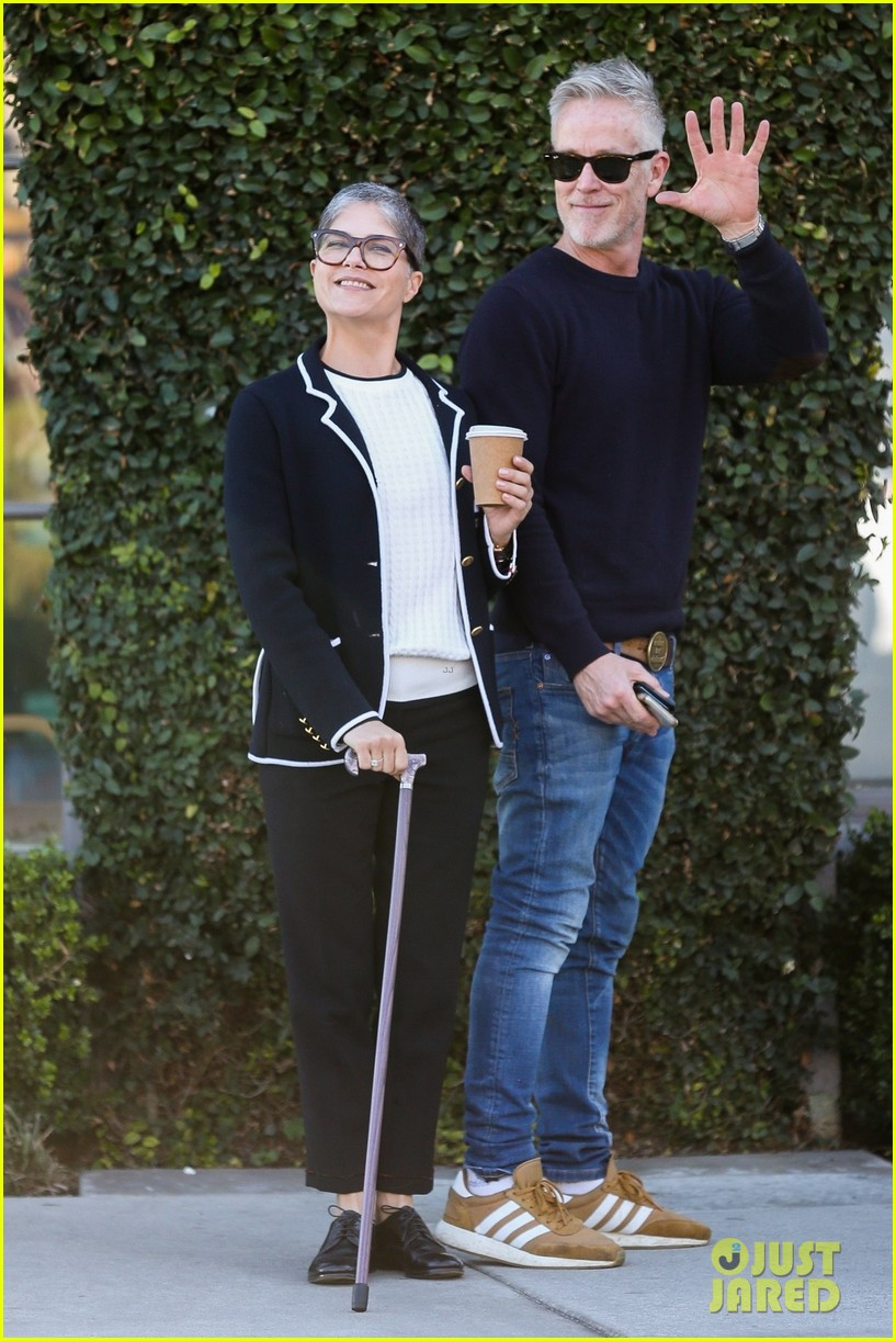 selma blair funny faces david lyons coffee run 014413824