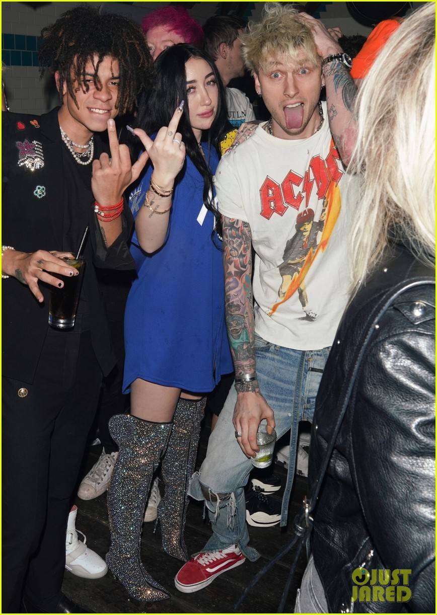 Bella Thorne Flaunts Pda With Her Boyfriend At Noah Cyrus