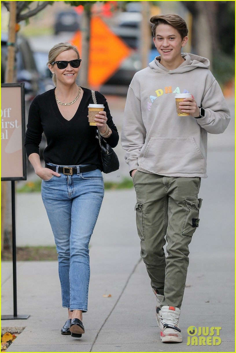 reese witherspoon son deacon all smiles at lunch 014408079