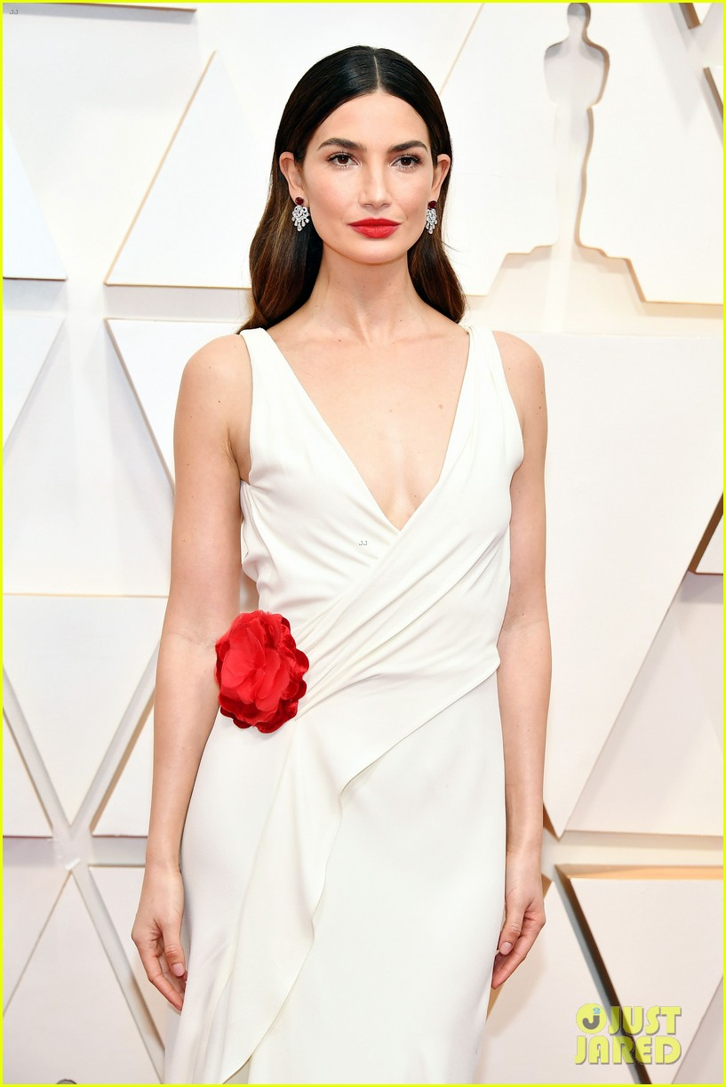 lily aldridge oscars 2020 red carpet 084433369