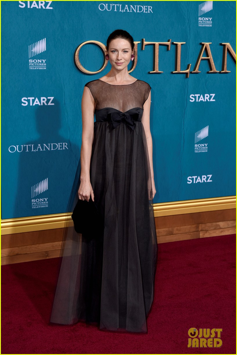 caitriona balfe sam heughan big outlander news at season 5 premiere 014437563