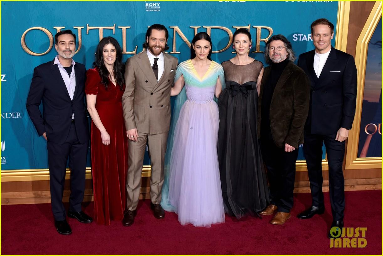 caitriona balfe sam heughan big outlander news at season 5 premiere 024437564