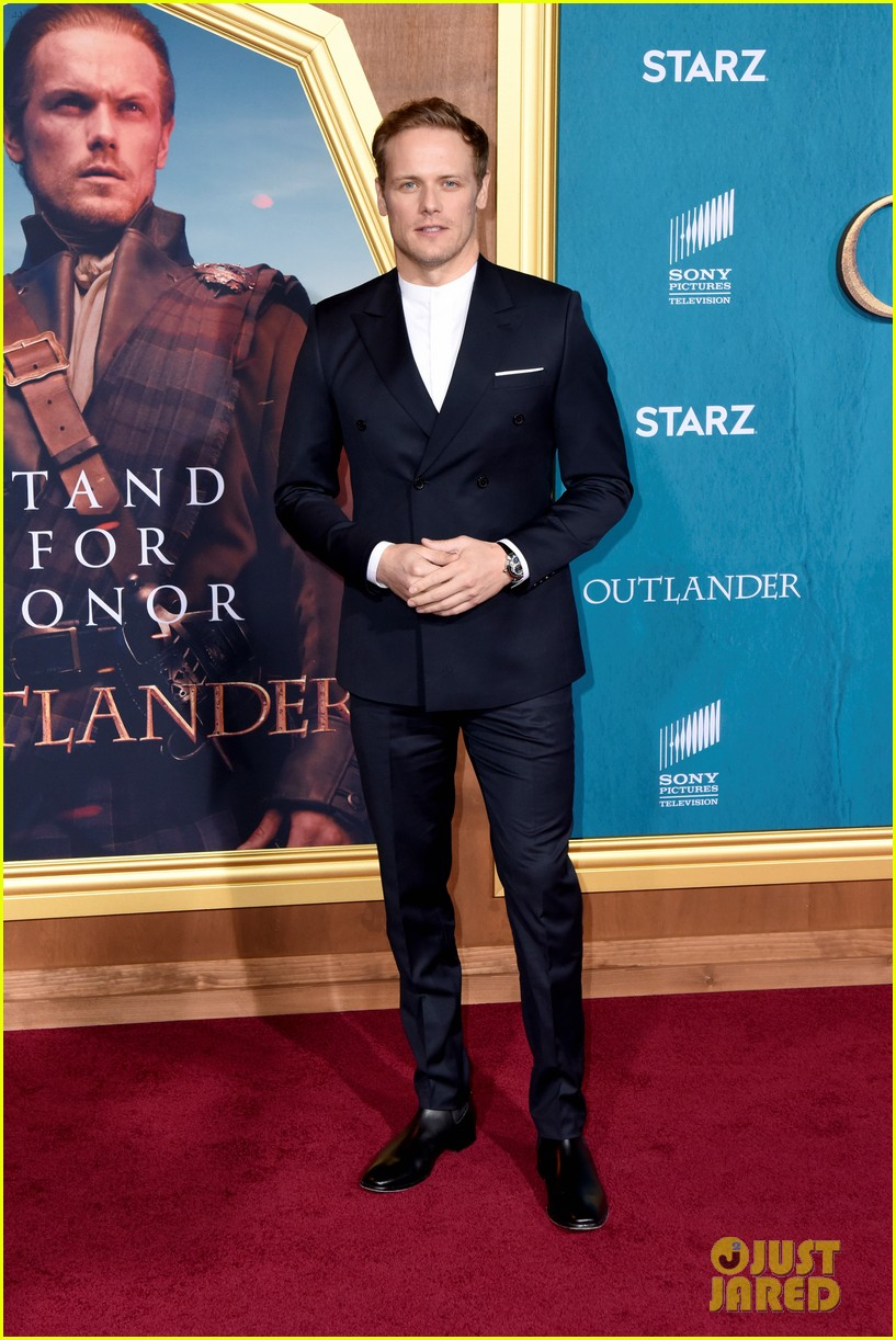 caitriona balfe sam heughan big outlander news at season 5 premiere 034437565