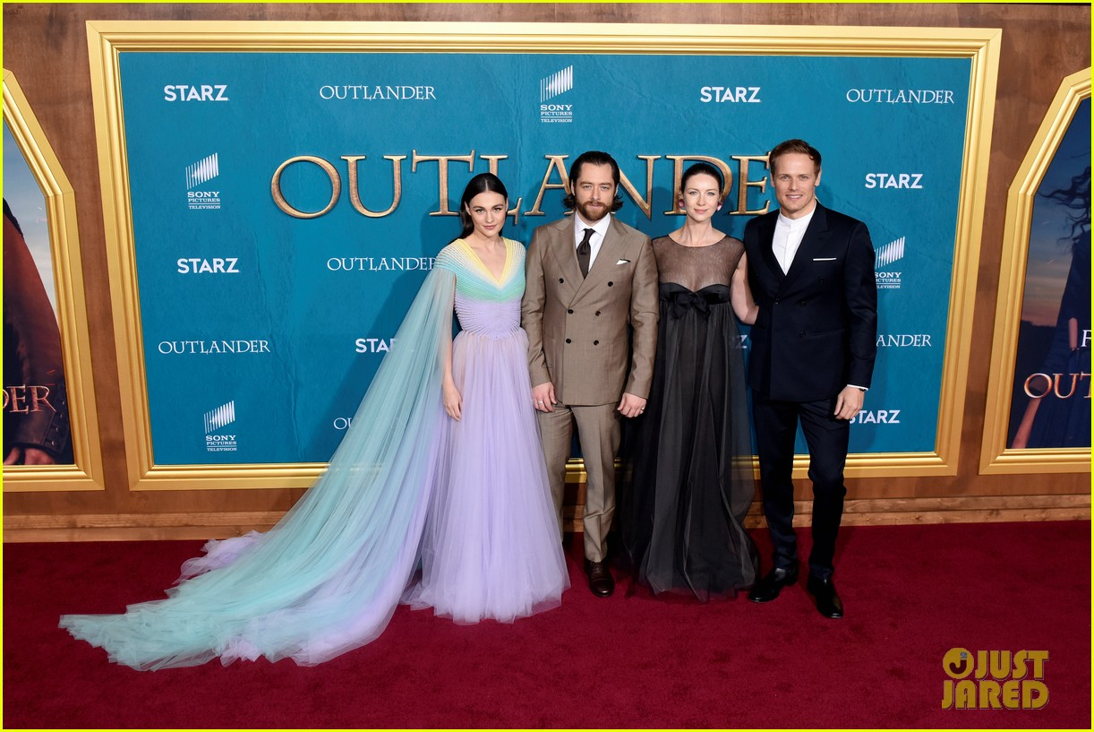 caitriona balfe sam heughan big outlander news at season 5 premiere 054437567