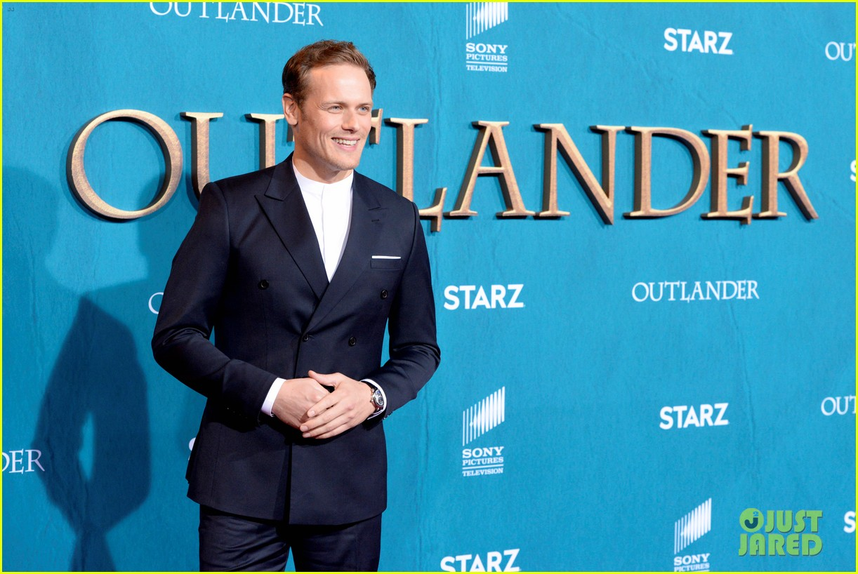 caitriona balfe sam heughan big outlander news at season 5 premiere 104437572