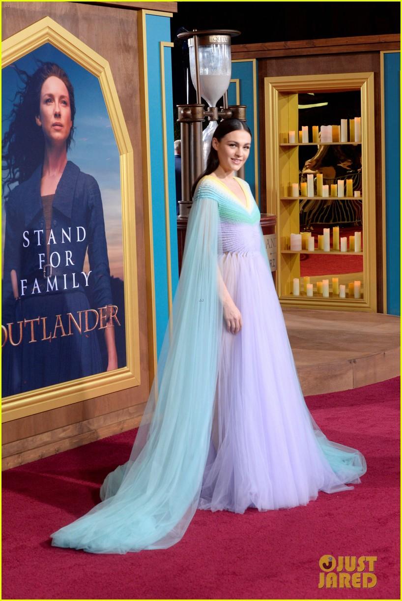 caitriona balfe sam heughan big outlander news at season 5 premiere 124437574
