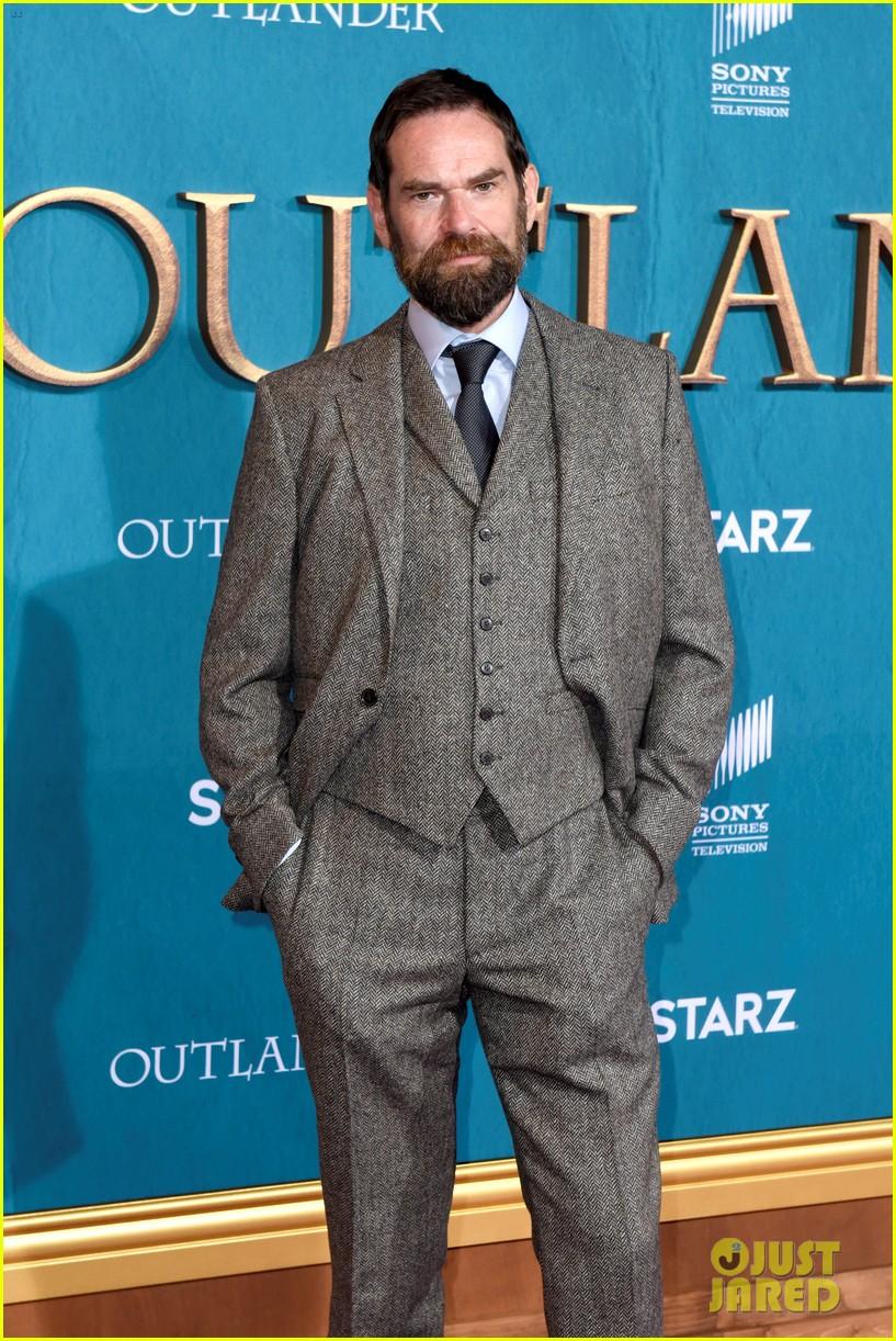caitriona balfe sam heughan big outlander news at season 5 premiere 254437587