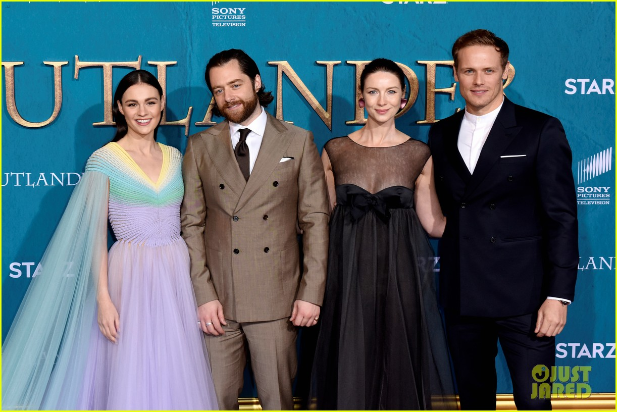 caitriona balfe sam heughan big outlander news at season 5 premiere 354437597