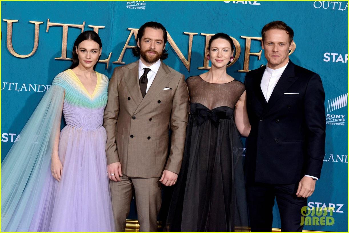 caitriona balfe sam heughan big outlander news at season 5 premiere 364437598