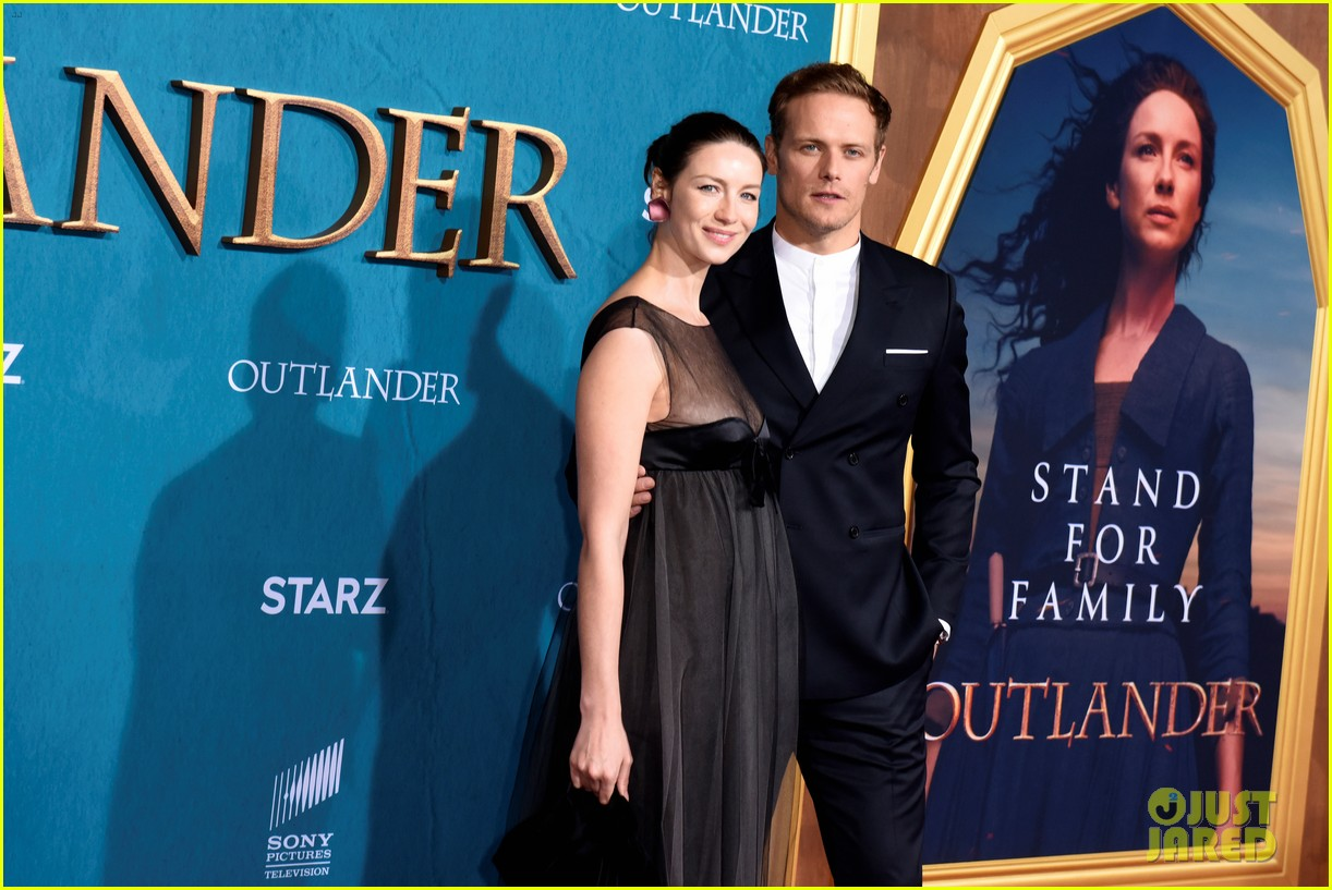caitriona balfe sam heughan big outlander news at season 5 premiere 374437599